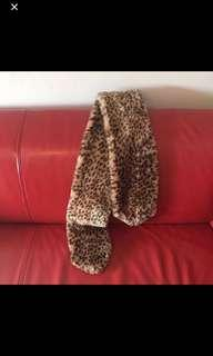 Trendy cheetah scarf
