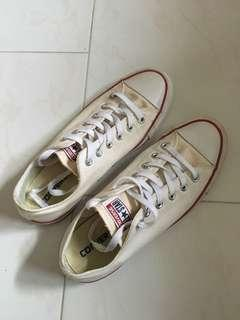 🚚 Converse all star white low cut sneakers