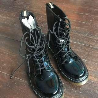 Shiny Boots - Preloved
