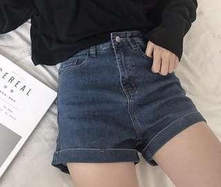 Elastic high waist shorts