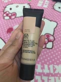 Matte clay skin clarifiying foundation Body shop