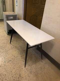 白色長書桌