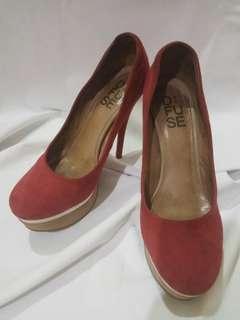 DE FUSE Red high heels