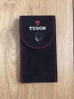 Tudor pouch