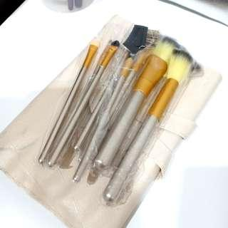 Make Up Brush + Free Brush Pouch