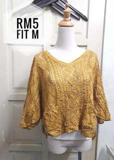 Knittwd lace top