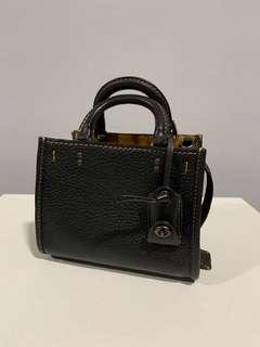 💯 Auth Coach Rogue 17 bag