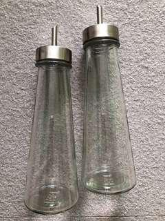 Glass bottle for sauces, salad oil, cooking oil