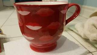 New with box! Lots of kisses mug