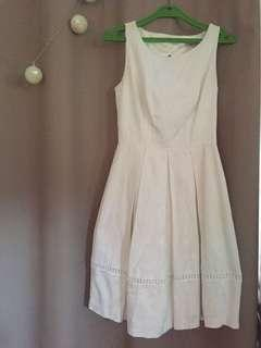 Review Sadie Dress