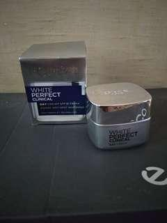 Loreal white perfect clinical day cream expert anti spot whitening spf 19