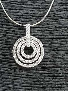 🚚 18K White Gold Diamond concentric circles pendant