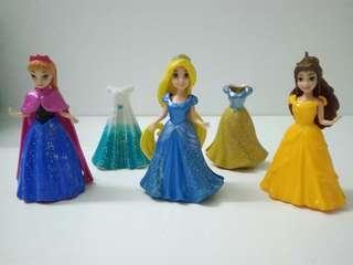 Disney Princess MagiClip, Easy-to-Dress, Set of 3 + Extra 2 Dresses.