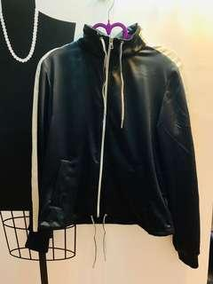 🚚 出清二手H&M運動風黑色外套
