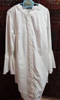 🚚 White flare sleeve dress