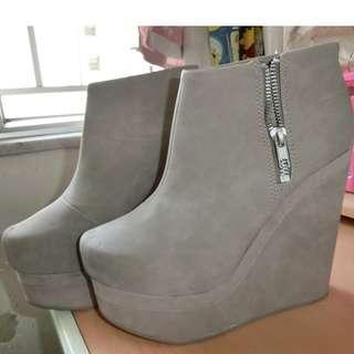 原價$4xx**Size 37 H&M Khaki Platform High Heel Shoe 卡其色 平台高跟鞋