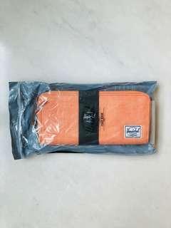 🚚 Herschel Long Wallet
