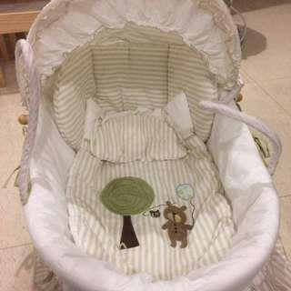 BIG DISCOUNT!!!! Moses basket with 100% cotton fabric. Great condition and almost new!