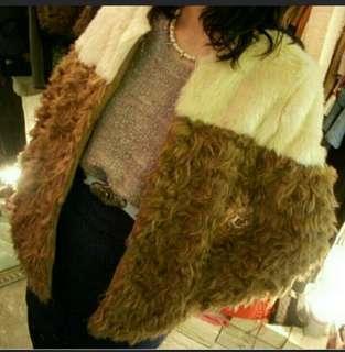 韓國高貴大方白色拼卡其色韓國毛毛外套褸 Korea White And Khaki Fur Coat