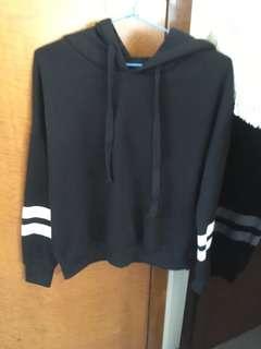 [FREE*] Cropped black hoodie