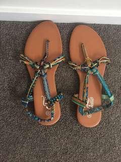 Flats/ sandales