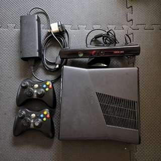 Xbox 360 Slim + Kinect + 2 Controllers