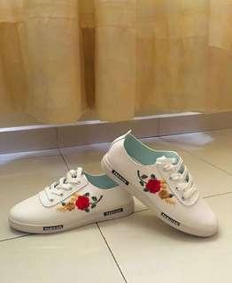 White shoes with red roses #July100