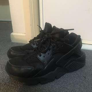 Nike Wmns Air Huarache Triple Black