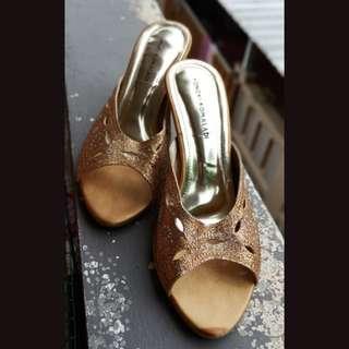 Yongki Komaladi Sepatu Pesta