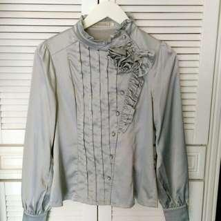 🚚 降🎊珍珠灰緞面設計款上衣