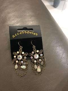 Costume jewellery - earrings
