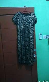 Dress printing bunga hitam
