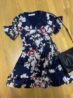 🚚 TEM floral navy wrap dress