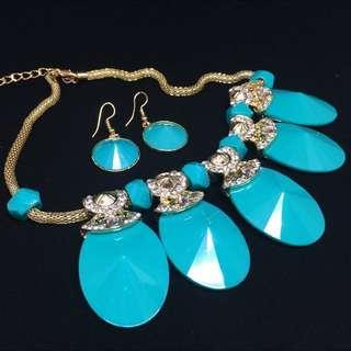 [FREE] Stylish Necklace and Earrings Set