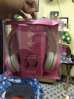 Snug headphone