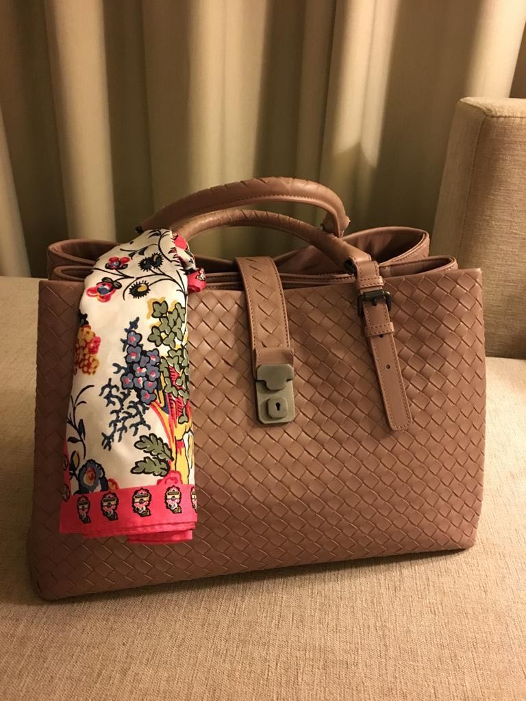 Bottega Veneta MEDIUM ROMA BAG IN DESERT ROSE INTRECCIATO CALF ... 6d8b5df373a7a