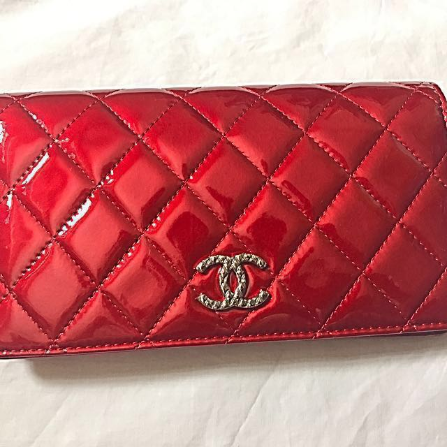384400ce43d5 CHANEL Patent Long Wallet [price reduced], Women's Fashion, Bags & Wallets,  Wallets on Carousell