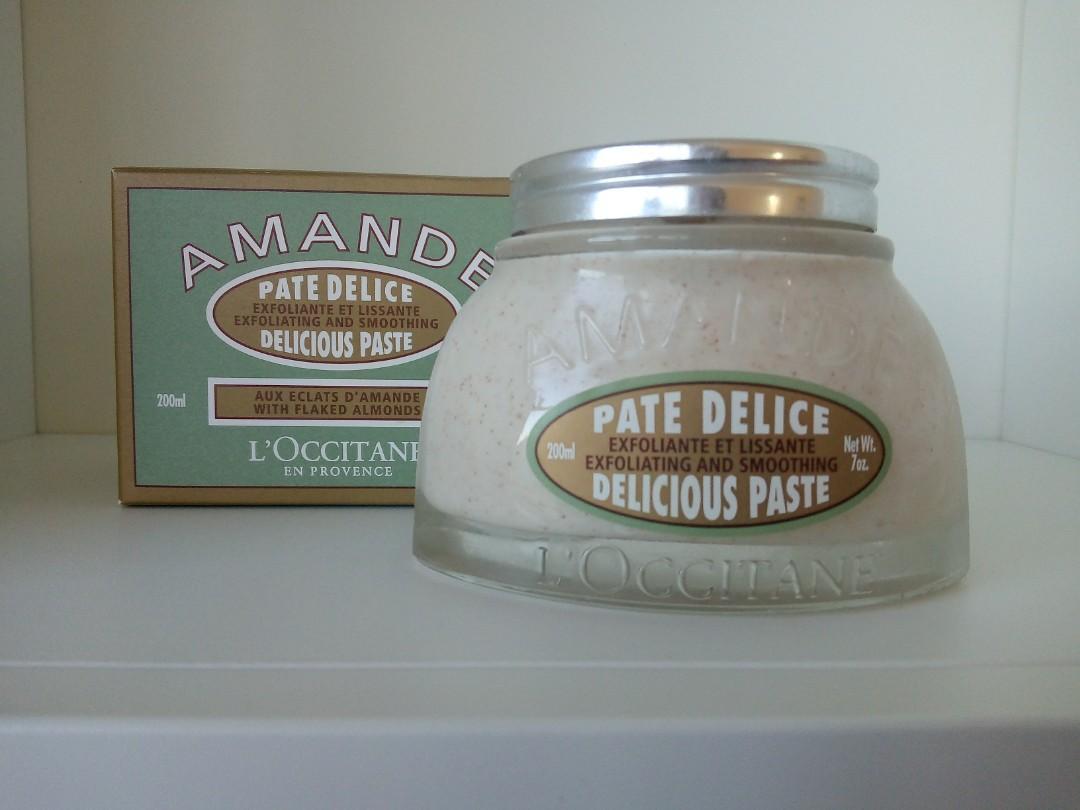 L'Occitane Almond Scrub 200ml