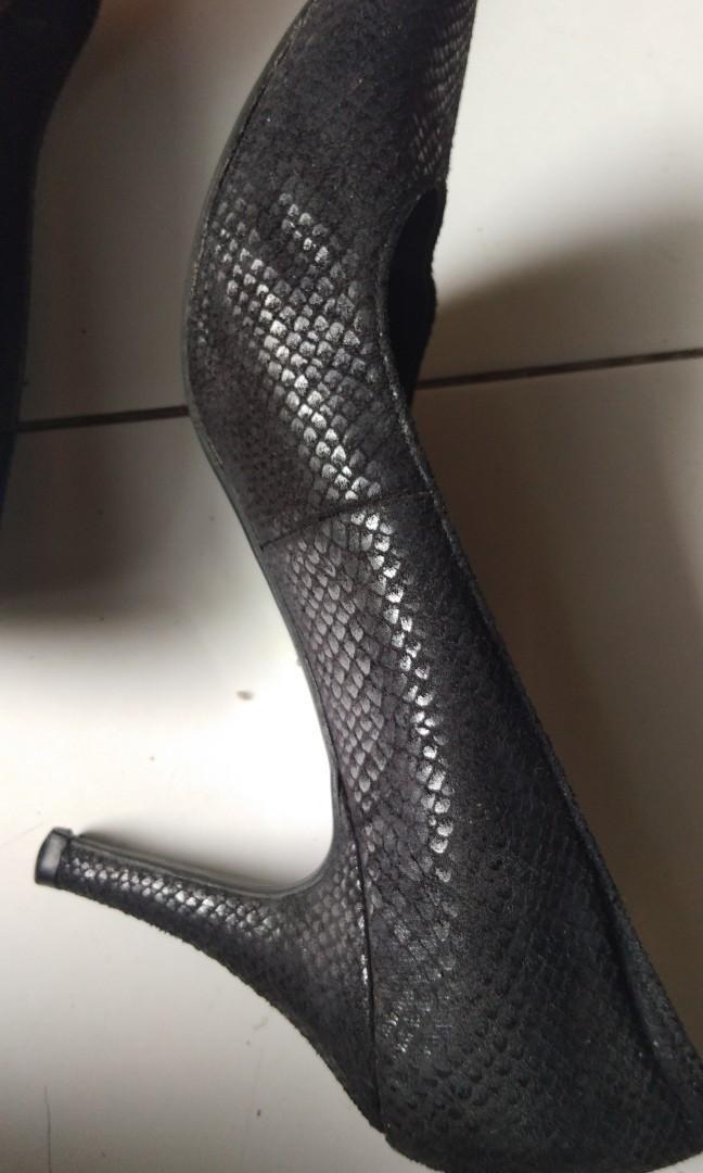 Marie Claire hitam high heels