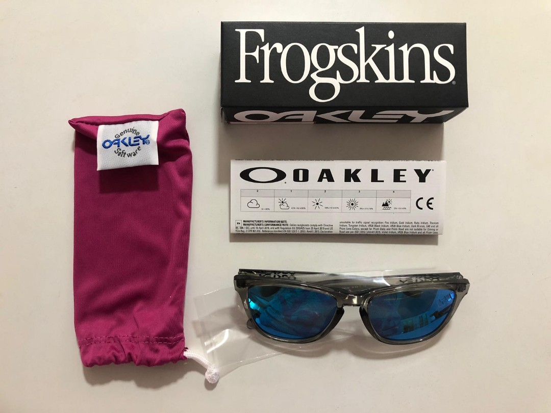 f6c86ec031d New Authentic Oakley Frogskins Sunglasses