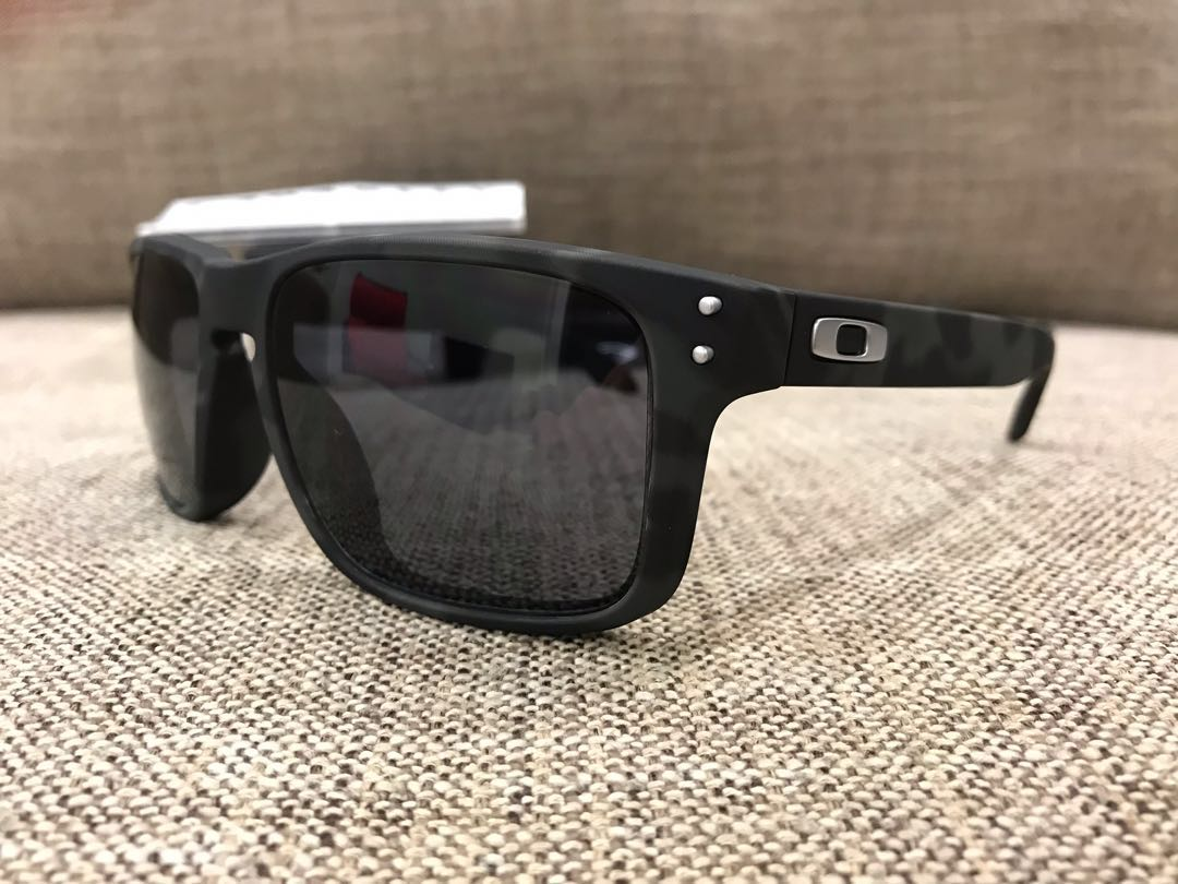606d988bb5 Oakley™ HOLBROOK Asian Fit Custom (Black Camo Dark Grey)