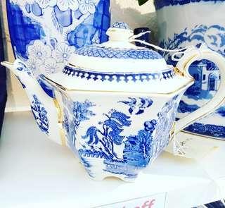 VINTAGE Sadler  BLUE AND WHITE tea pot