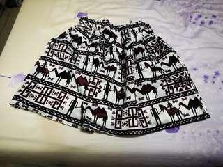 Short skater skirt with abstract prints