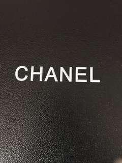 🚚 CHANEL 大絲巾(附盒)