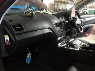 Mercedes C200👉2010 Aircon Cleaner can remove odor , after used will become more cooler and the air in the car is more refreshing .