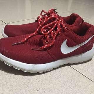 Nike Roshe Run + FREE SF!