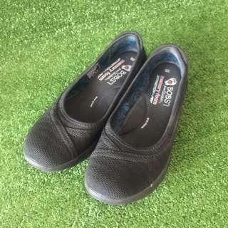 Sketchers shoes/ Sneakers