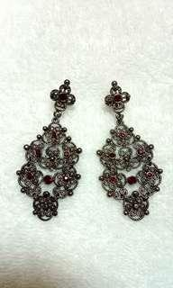 Victoria Night Earrings