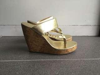 Gold wedge slip in