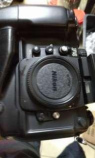 🚚 底片 單眼相機 nikon f4s mb21手把 二手 七成新 送電池 背帶